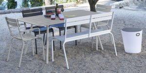 Les jolies chaises, lampes et le mobilier style Fermob