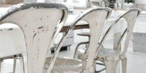 Adoptez une touche vintage avec les chaises Tolix d'occasion